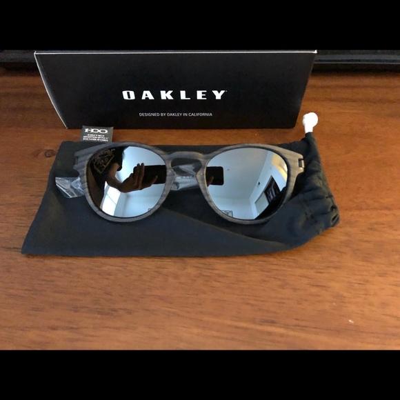 fioco inavvertitamente Nota  Oakley Accessories | Latch Sunglasses | Poshmark